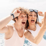 HOW NOT TO RUIN A SELFIE WHILE SAILING IN FULL SPEED
